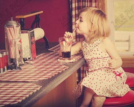 Фото Девушка пьёт газировку (© Юки-тян), добавлено: 06.08.2011 12:38