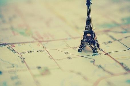 Фото Мини-Эйфелевая башня на карте (© Радистка Кэт), добавлено: 06.08.2011 19:34
