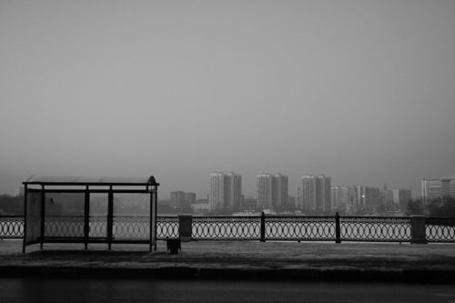 Фото Автобусная остановка, за ней панорама зимнего города (© Шепот_дождя), добавлено: 07.08.2011 11:59
