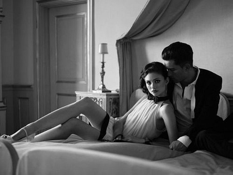 Фото Парень с девушкой на кровати