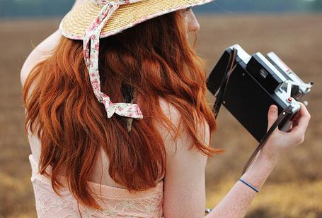 Фото Девушка с фотоаппаратом в руках (© Штушка), добавлено: 09.08.2011 17:47