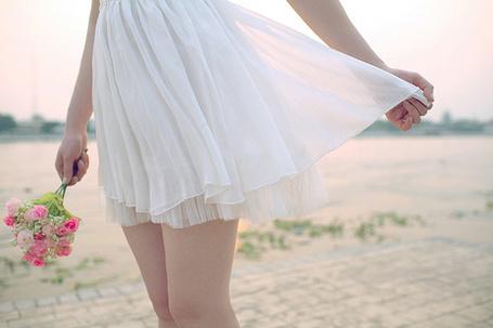 Фото Девушка в лёгком белом платьице с букетиком в руке (© D.Phantom), добавлено: 10.08.2011 04:31