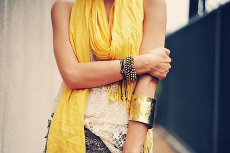 Фото Девушка в желтом шарфе с золотистым браслетом (© Радистка Кэт), добавлено: 11.08.2011 07:56