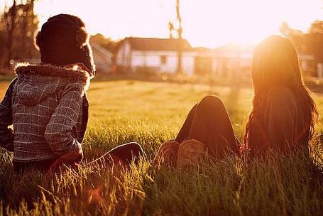 Фото Девушки сидят в траве (© Юки-тян), добавлено: 12.08.2011 10:29