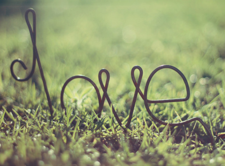 Фото Слово 'Love' из металлических букв на траве (© Радистка Кэт), добавлено: 13.08.2011 15:43
