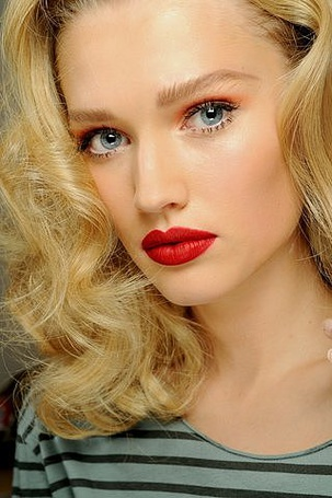 Фото Девушка с красивым макияжем (© Юки-тян), добавлено: 14.08.2011 15:05