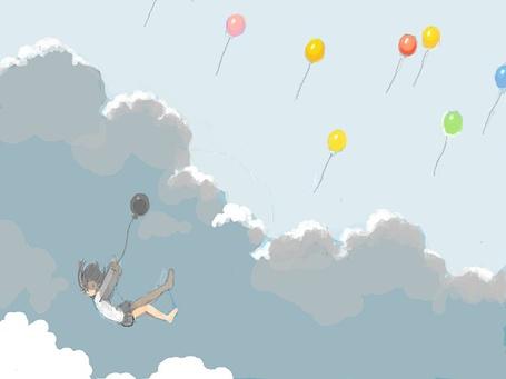 Фото Яркие воздушные шары летят в небо. Девушка падает вниз, держась за серый шарик