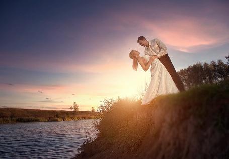 Фото Жених и невеста на берегу реки (© Шепот_дождя), добавлено: 18.08.2011 19:18