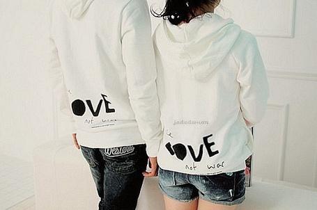 Фото Парень и девушка в пайтах Love not war