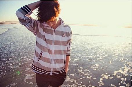 Фото Парень на берегу моря