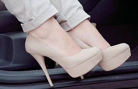 Фото Кремовые туфельки на высоком каблуке