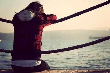 Фото Девушка смотрит на море (© Флориссия), добавлено: 30.08.2011 18:49