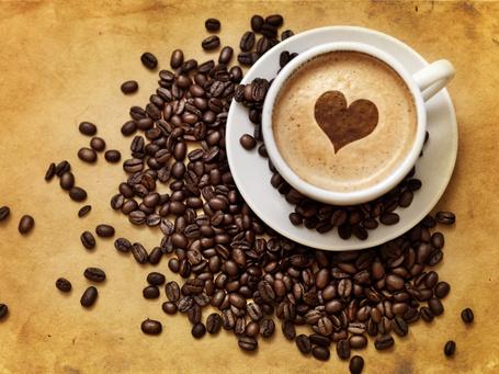 Фото Чашка кофе с рисунком в виде сердечка и кофейные зёрна (© D.Phantom), добавлено: 31.08.2011 07:43