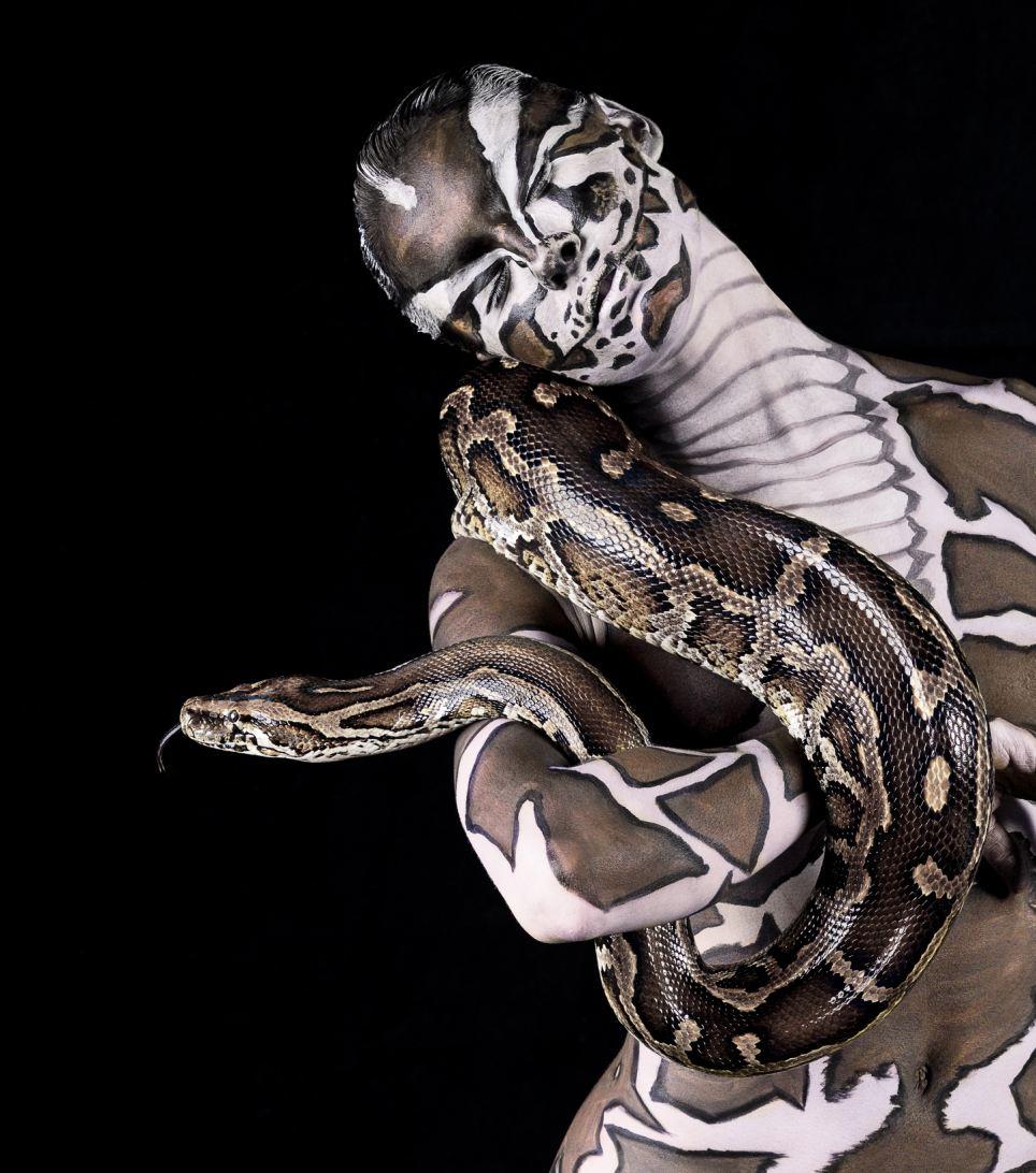Японка со змеей 17 фотография