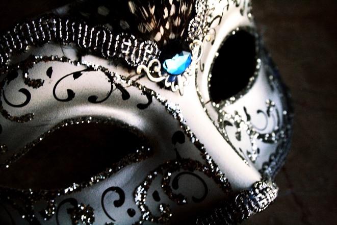 Фото Маскарадная маска с камнем
