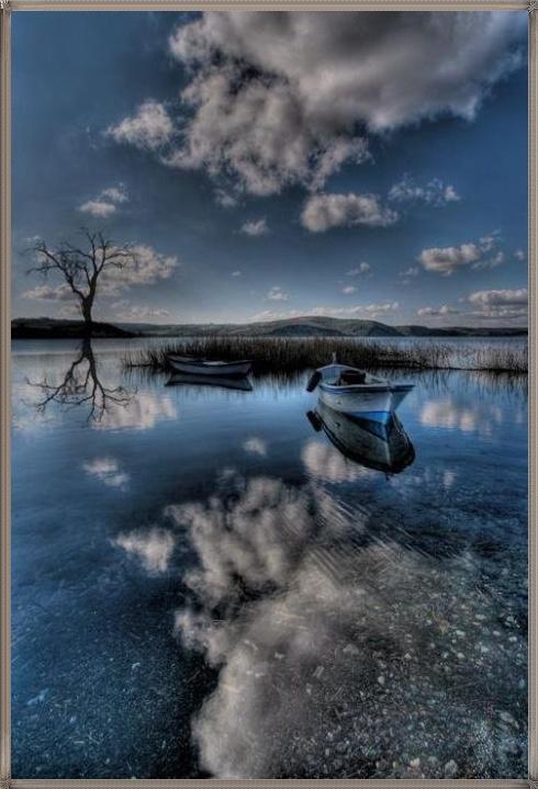 Фото Одинокая лодка плавает по реке: http://photo.99px.ru/photos/29470/