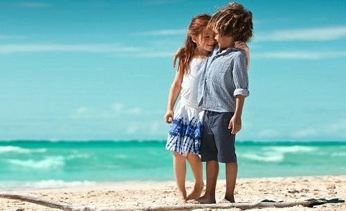 Фото мальчик с девочкой стоят на