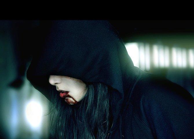 Факью картинки девушка в капюшоне с короткими волосами