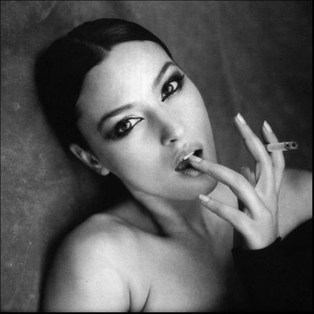 Фото Девушка курит сигарету (© Штушка), добавлено: 03.09.2011 15:08