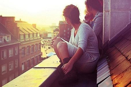 Фото Девушки на крыше (© Шепот_дождя), добавлено: 03.09.2011 15:49