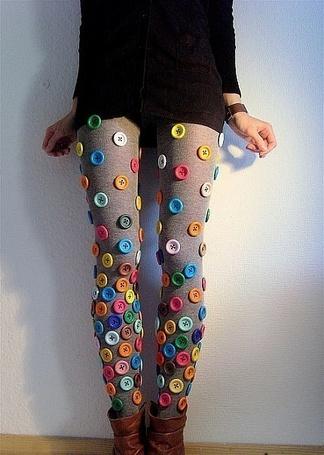 Фото Девушка в колготках со множеством нашитых разноцветных пуговиц (© Шепот_дождя), добавлено: 03.09.2011 15:56