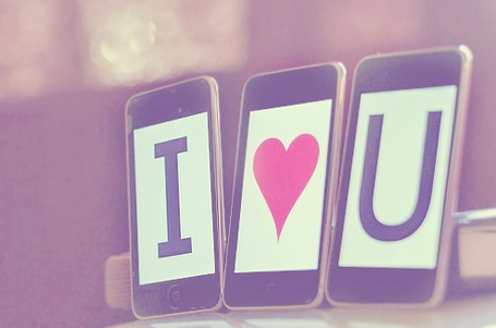 Фото Айподы с картинками с буквами I и U и сердечком (I love you) (© Юки-тян), добавлено: 08.09.2011 23:42