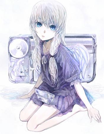 Фото Милая девочка ангел со слезами на глазах сидит с открытой коробочкой на коленях на фоне магнитофона (© D.Phantom), добавлено: 10.09.2011 23:21