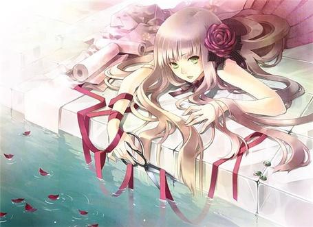 Фото Девушка с ножницами в руке и розой в волосах лежит у воды (© D.Phantom), добавлено: 13.09.2011 00:30