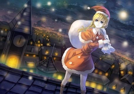Фото Девушка одетая под Санта Клауса с мешком подарков за спиной