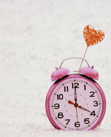 Фото Розовый будильник на снегу и сердце (© TARAKLIA), добавлено: 15.09.2011 19:54