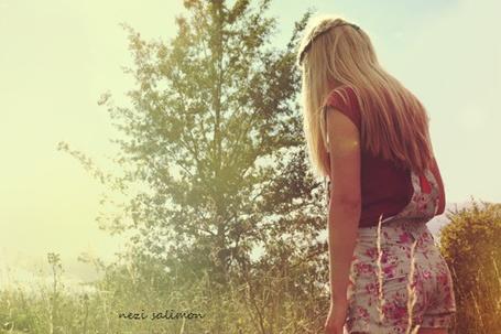 Фото Девушка снятая со спины на природе (© Nezi Salimon), добавлено: 15.09.2011 20:43