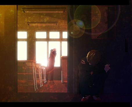 Фото Грустный парень сидит у двери класса, в котором обнимаются парень и девушка