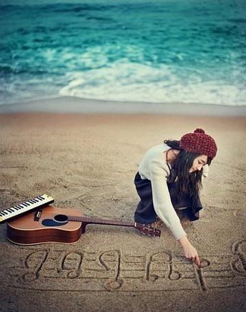 Фото Девушка рисует пальцем на морском песке ноты (© Шепот_дождя), добавлено: 19.09.2011 22:44
