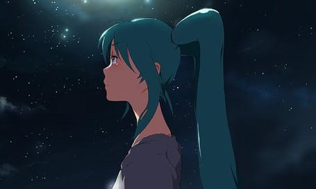 Фото Вокалоид Хатсуне Мику смотрит на звездное небо (© Юки-тян), добавлено: 23.09.2011 18:29