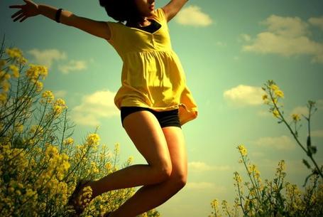 Фото Девушка в поле подпрыгивает (© D.Phantom), добавлено: 24.09.2011 00:14