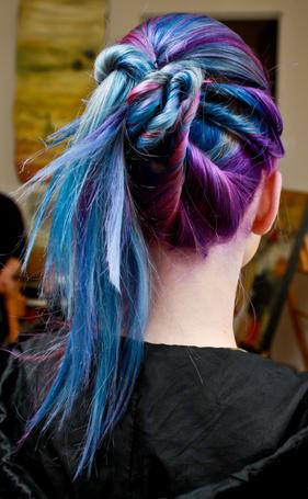 Фото Девушка с разноцветными волосами (© Шепот_дождя), добавлено: 25.09.2011 17:19