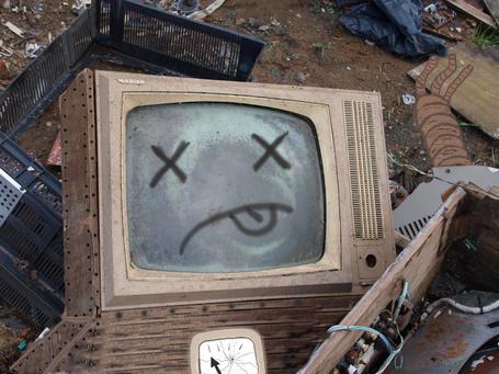 Фото Старый телевизор с грустным смайлом (© alcatel), добавлено: 27.09.2011 03:36