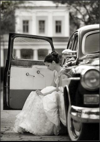 Фото Грустная невеста сидит в машине (© Шепот_дождя), добавлено: 29.09.2011 22:58