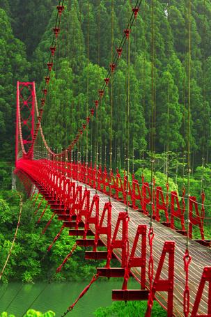 Фото Красный подвесной мост в городе Сембоку, восточной части префектуры Акита (Япония) (© alcatel), добавлено: 30.09.2011 12:42