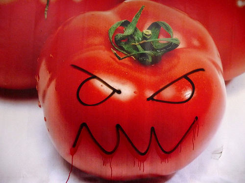 злой помидор