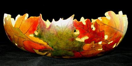 Фото Тарелка из осенних листьев