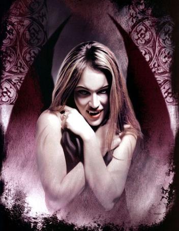 Фото Девушка-вампир  с крыльями
