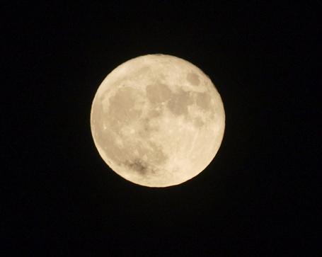 Фото Луна снятая 300мм. обьективом (© alcatel), добавлено: 04.10.2011 02:22