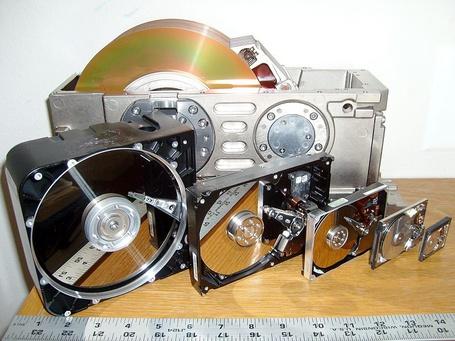 Фото Развитие накопителей на магнитных дисках (© Anatol), добавлено: 09.10.2011 21:56