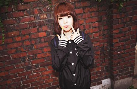 Фото Девушка показвает средние пальцы (© Anime Love), добавлено: 12.10.2011 16:15