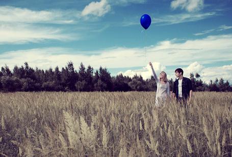 Фото Девушка с парнем в поле (© Mary), добавлено: 15.10.2011 15:55