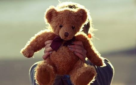 Фото Девушка прикрылась плюшевым медвежонком (© Шепот_дождя), добавлено: 16.10.2011 18:48