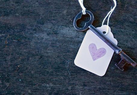 Фото Ключ с брелком с нарисованным сердечком (© Шепот_дождя), добавлено: 16.10.2011 19:01