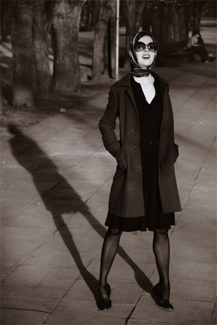 Фото Девушка в чёрной одежде в ночном городе (© Флориссия), добавлено: 16.10.2011 19:46