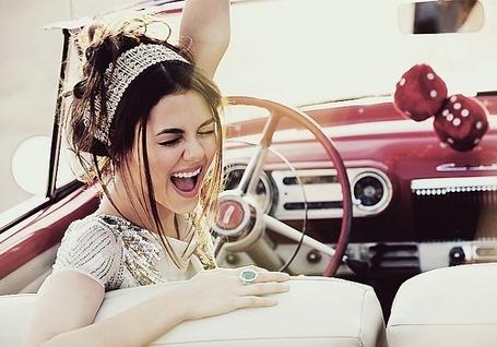 Фото Радостная девушка в авто (© Шепот_дождя), добавлено: 23.10.2011 01:59